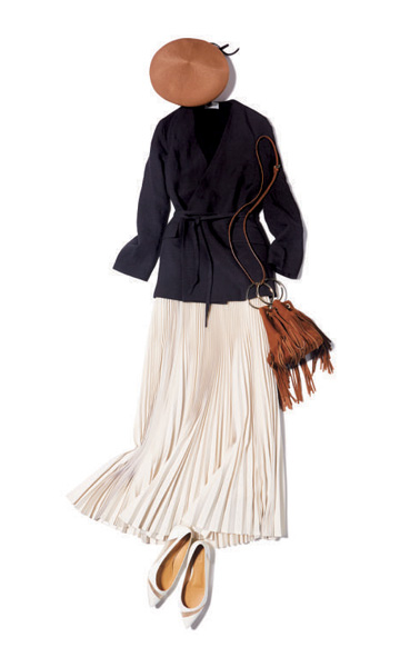 黒ニット×ネイビージャケット×ベージュプリーツスカート