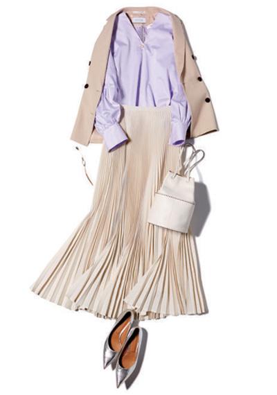 パープルブラウス×白スカート×ベージュジャケット
