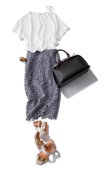 グレータイトスカート×白Tシャツ