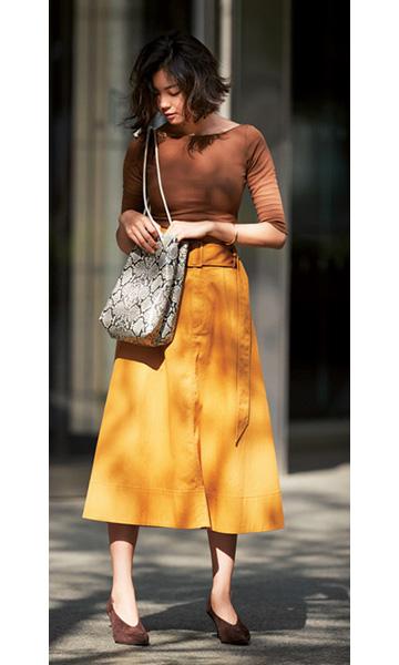 山吹色スカート×ブラウンニット