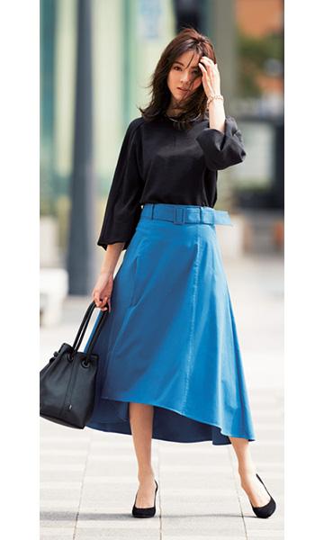 黒ブラウス×ブルースカート