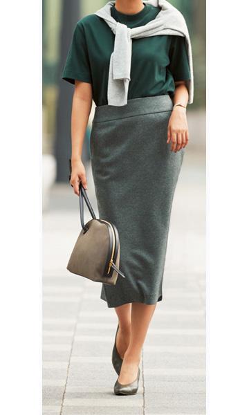 グレータイトスカート×深緑カットソー