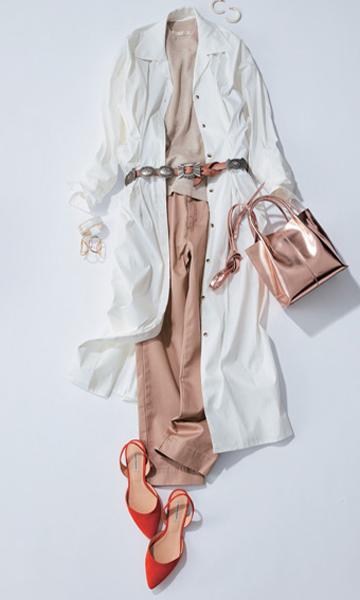 白ロングシャツワンピース×ベージュトップス×チノパン