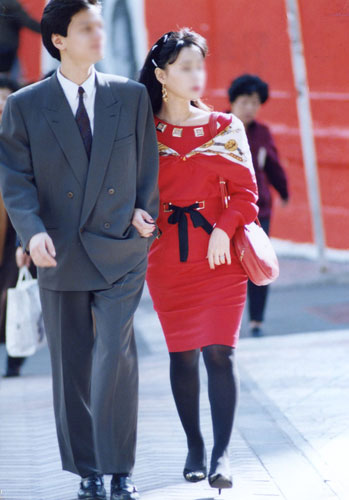 平成元年・渋谷:ソフトスーツ、ボディコンシャスなワンピース