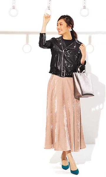 黒ライダースジャケット×ピンクベロアスカート
