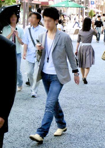 平成15年・原宿:スリムなジャケットやスキニー、つま先の尖った靴がビジネスウエアに広がる