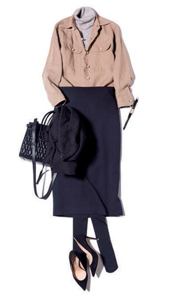 ネイビータイトスカート×ベージュリネンシャツ