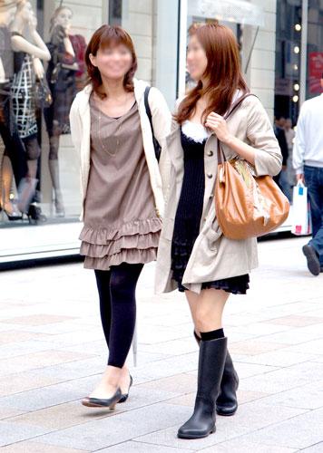 平成21年・銀座:ファストファッションと思しきトレンドのアイテムがオフィスファッションにも広まる