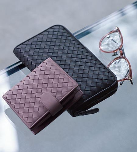 ボッテガ・ヴェネタのタイムレスな財布
