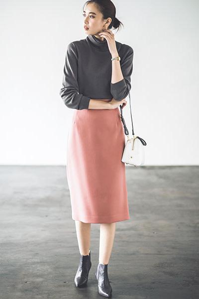 グレーニット×ピンクスカート