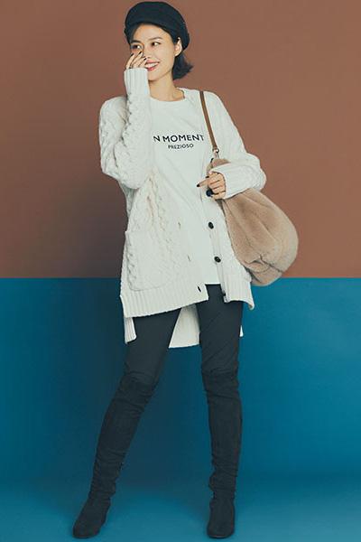 【3】白半袖Tシャツ×白ロングカーディガン