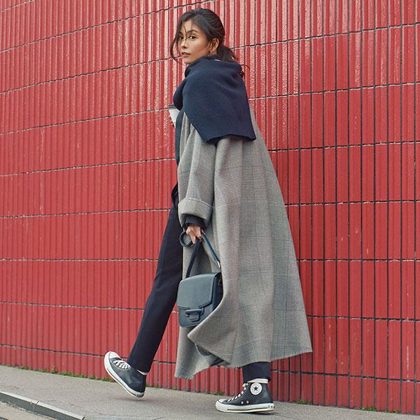 ロングコートは足元のボリューム感がカギ