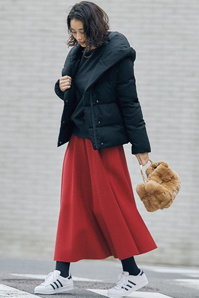 赤ロングスカート×黒ダウンコート