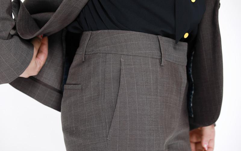 ORIHICAのパンツスーツ 美麗シルエット