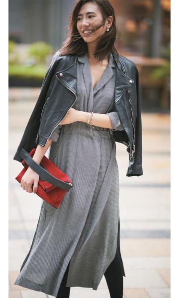 黒ライダースジャケット×グレーシャツワンピース