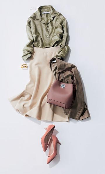 ブラウンライダースジャケット×カーキブラウス×ベージュスカート