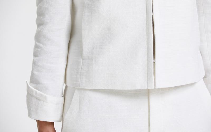 ユナイテッドアローズ オフホワイトパンツスーツ フロントホックのクルーネックジャケット