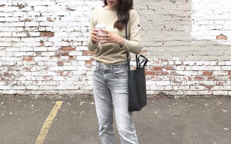 セリーヌのバッグ×色落ちデニムパンツ