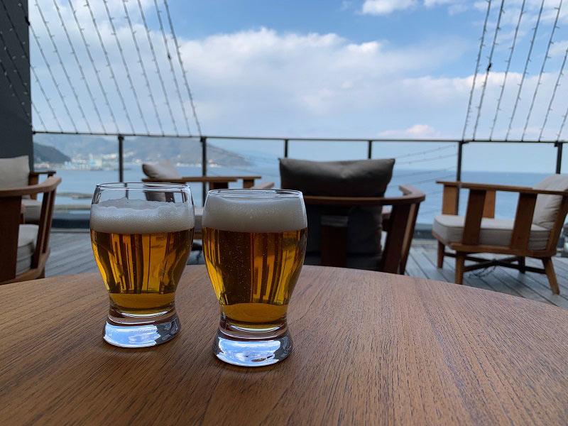 サンブエナデッキでビール