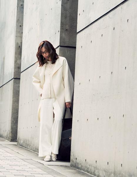 ホワイトニット×ホワイトパンツ×ホワイトコート