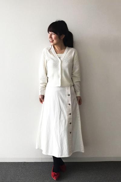 GUの白ロングスカート×白ニット