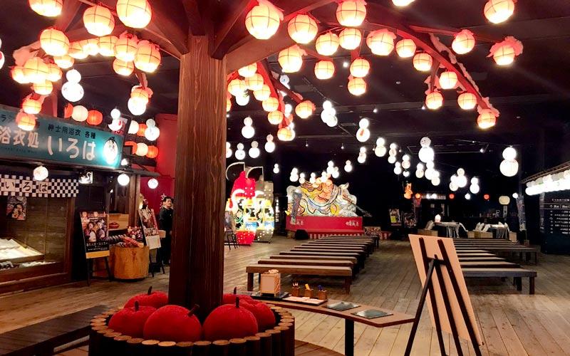 りんごの提灯やレトロな看板