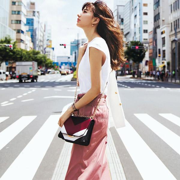白ノースリーブ×ピンクスカート