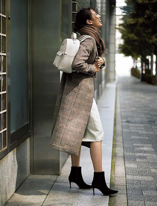 グレーチェスターコート×黒スカート