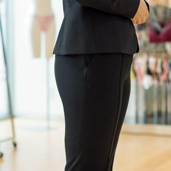 スーツを美しく着るためにガードルはマスト