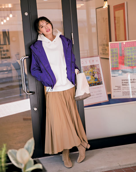 【2】キャメルプリーツスカート×白パーカー×紫ブルゾン