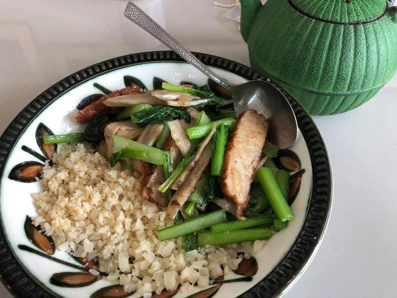 「カリフライス」小松菜とごぼうのシャキシャキ炒め煮