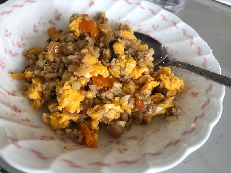 「カリフライス」鶏肉と卵のカレーチャーハン