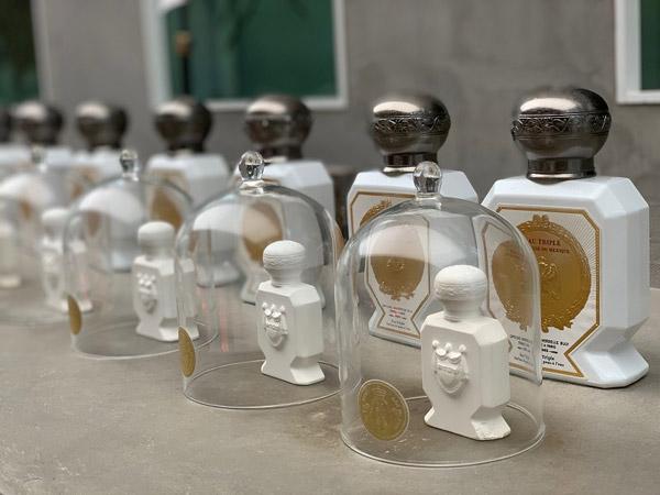 「オフィシーヌ・ユニヴェルセル・ビュリー」の香水