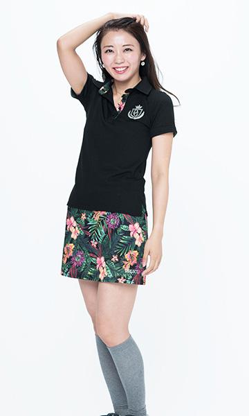 【2】DELSOL GOLF|黒ポロシャツ×トロピカル柄ミニスカート