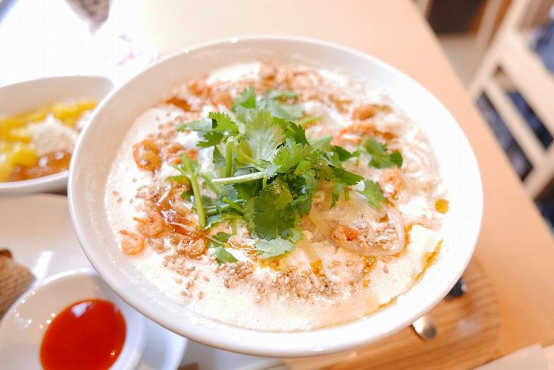 豆漿鶏湯麺(トウジャンジータンメン)