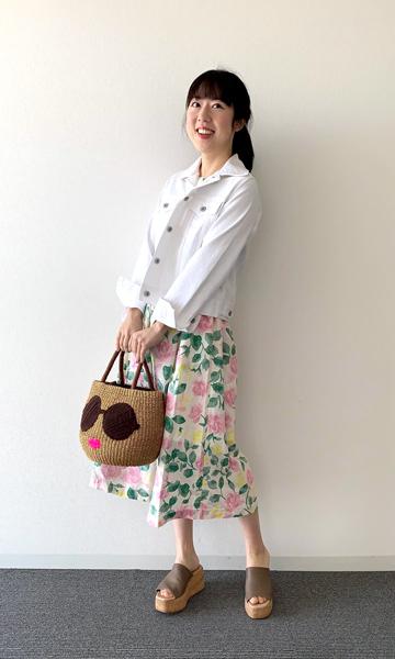 【1】花柄のユニクロワンピース×白ジャケット