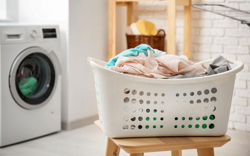 乾燥機を使用する場合は乾いたバスタオルを入れる