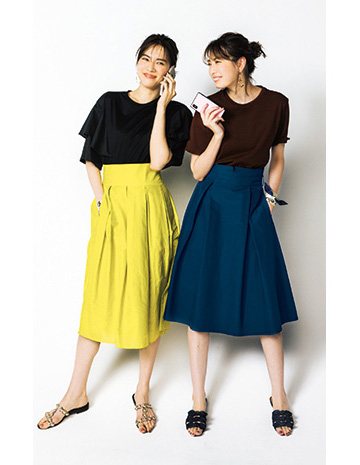 ブラウンTシャツ×ネイビースカート