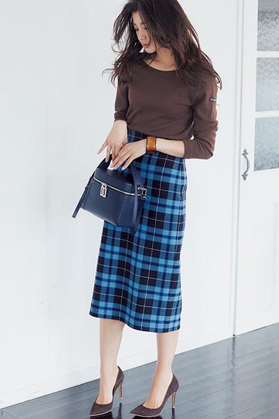 ミモレ丈チェック柄台形スカート×ブラウントップス