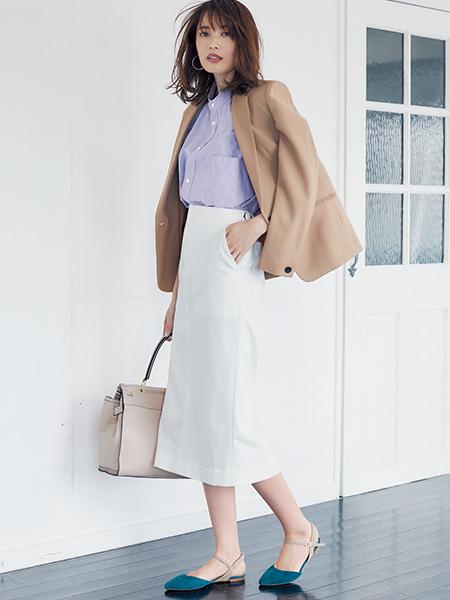 【1】白タイトスカート×パープルシャツ×ベージュジャケット