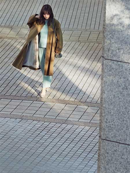 同系色のミント×カーキの斬新な配色で、「働く私」の印象を一気に更新!