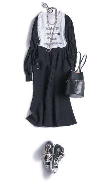 黒スカート×白カットソー