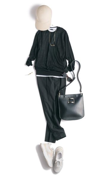 【3】黒セーター×白Tシャツ×黒パンツ