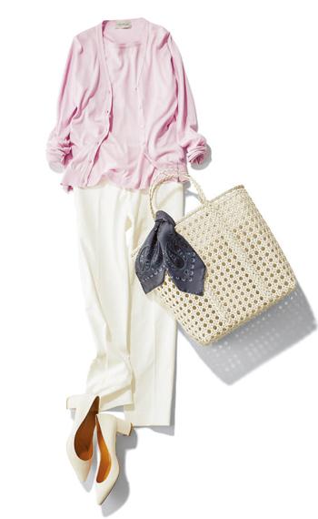 【1】ピンクアンサンブルニット×白パンツ