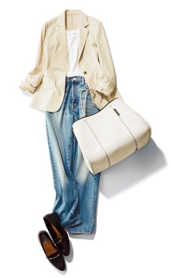 【2】ベージュジャケット×白タンクトップ×デニムパンツ