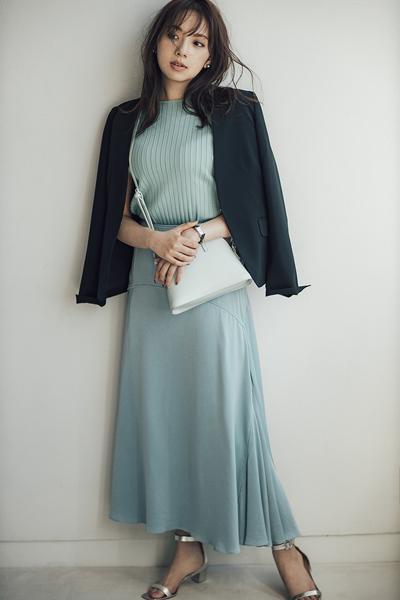 【2】黒ジャケット×ミントスカート