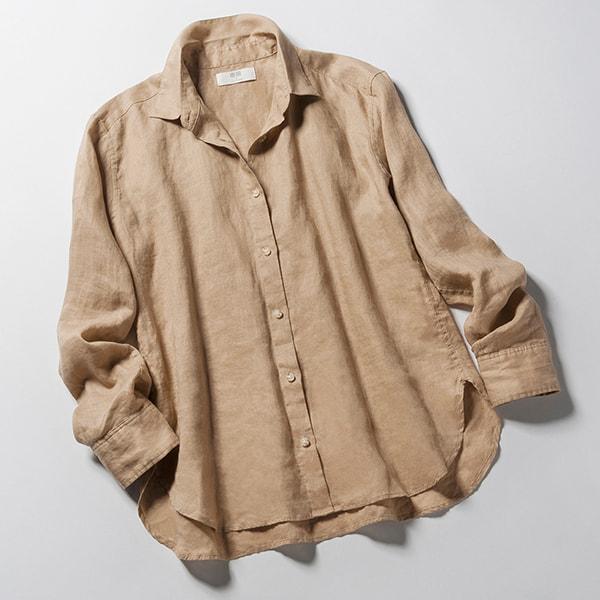 ベージュのリネンシャツ