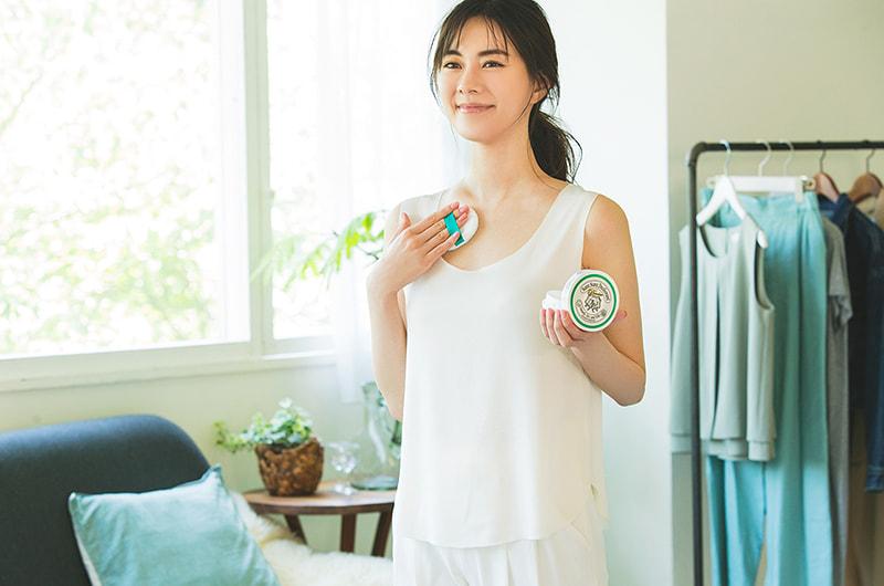 朝の身支度でつければ、汗やニオイを防いでくれる