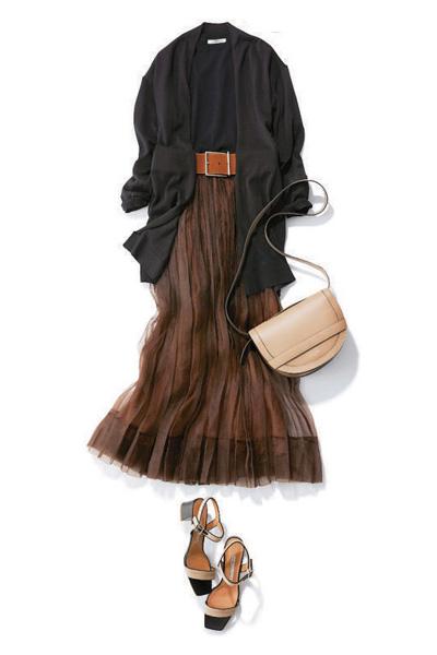 チュールロングスカート×黒ロングカーディガン
