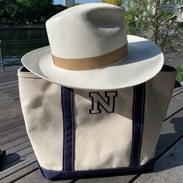 「シャポードオー」の白の麦わら帽子